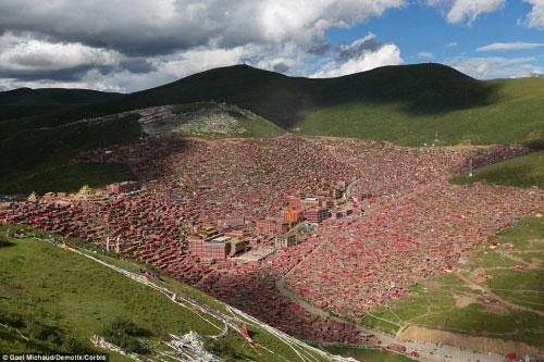 Ngắm vẻ tuyệt đẹp của Larung Gar - Thung lũng Phật giáo sắp bị phá bỏ - 1