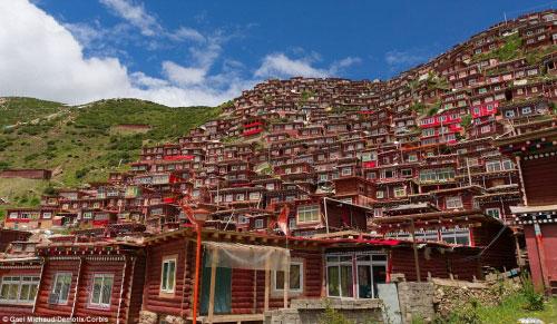 Ngắm vẻ tuyệt đẹp của Larung Gar - Thung lũng Phật giáo sắp bị phá bỏ - 3