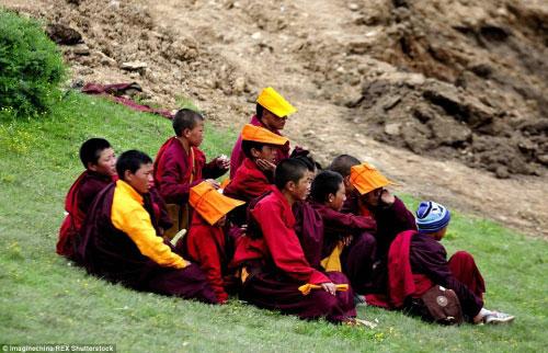 Ngắm vẻ tuyệt đẹp của Larung Gar - Thung lũng Phật giáo sắp bị phá bỏ - 7