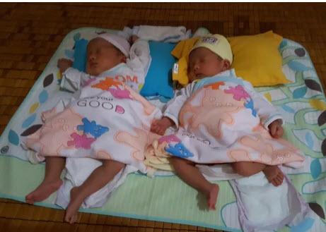 Xót thương cặp song sinh vừa chào đời đã mất mẹ - 3