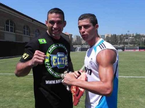 """Messi, Rô """"béo"""", Ibra từng """"quyết đấu"""" với SAO UFC - 4"""
