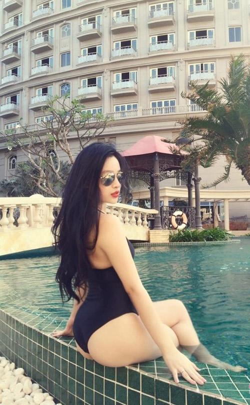 Mỹ nhân Việt gây choáng với ảnh kín trên hở dưới ở hồ bơi - 7