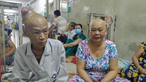 Xót thương vợ chồng bị ung thư sống nhờ cơm từ thiện - 1
