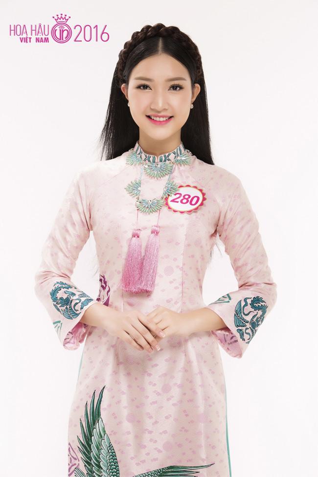 Trong dàn thí sinh Hoa hậu Việt Nam, Lê Trần Ngọc Trân (Huế) là thí sinh nổi bật.