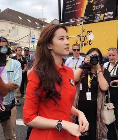 Gương mặt khó coi của Lưu Diệc Phi khiến fan bức xúc - 1