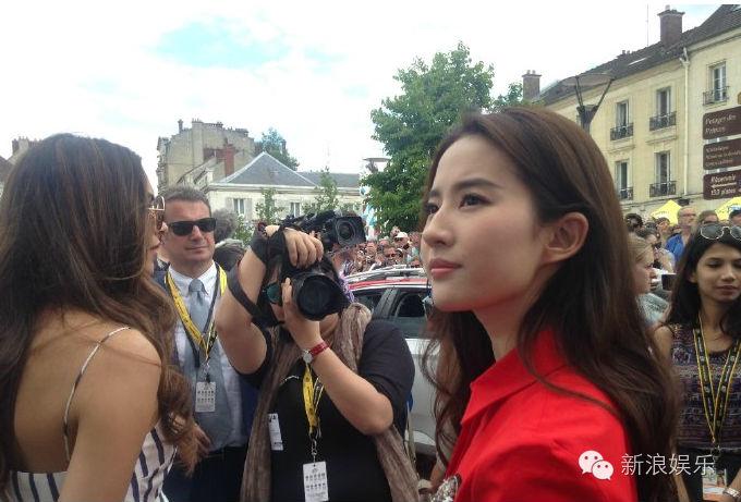 Gương mặt khó coi của Lưu Diệc Phi khiến fan bức xúc - 4