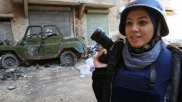 """Những nữ nhà báo không sợ """"đầu rơi máu chảy"""" ở Syria - 5"""