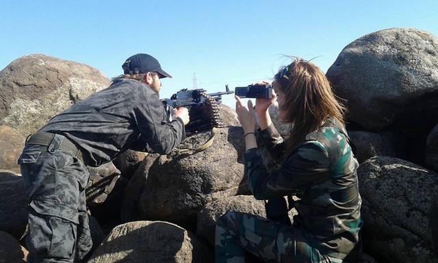 """Những nữ nhà báo không sợ """"đầu rơi máu chảy"""" ở Syria - 8"""