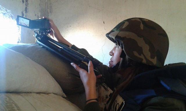 """Những nữ nhà báo không sợ """"đầu rơi máu chảy"""" ở Syria - 9"""