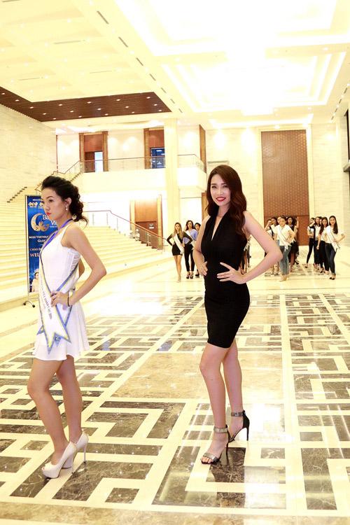 Chuyên gia Mỹ dạy thí sinh Hoa hậu Bản sắc Việt đi catwalk - 7