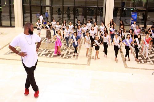 Chuyên gia Mỹ dạy thí sinh Hoa hậu Bản sắc Việt đi catwalk - 6