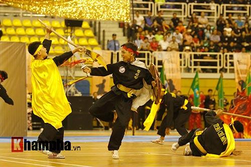 Nữ võ sỹ Tây múa kiếm, đánh côn ở giải võ Việt Nam - 12