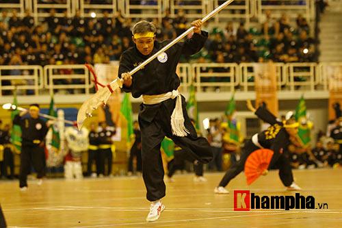 Nữ võ sỹ Tây múa kiếm, đánh côn ở giải võ Việt Nam - 14