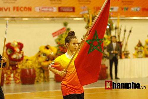 Nữ võ sỹ Tây múa kiếm, đánh côn ở giải võ Việt Nam - 1