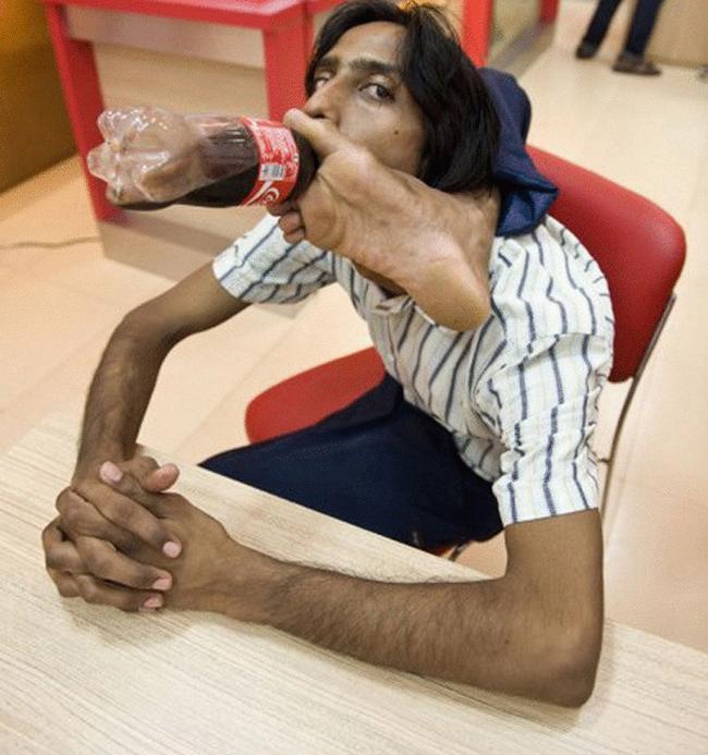 Muốn là dân chơi phải biết cách uống nước khác người nhé.