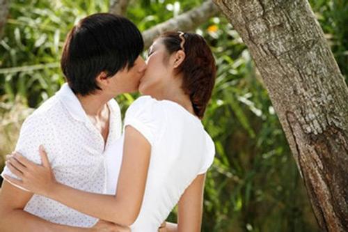 Video phim: Lương Mạnh Hải dạy Hà Tăng hôn điệu nghệ - 2