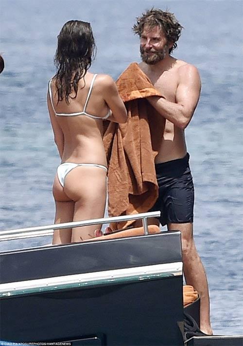 Irina Shayk diện bikini nhỏ xíu, gợi cảm bên người tình - 5