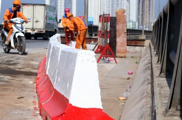Ô tô rơi từ đường trên cao: Lắp thêm dải bê tông vòng cung - 2
