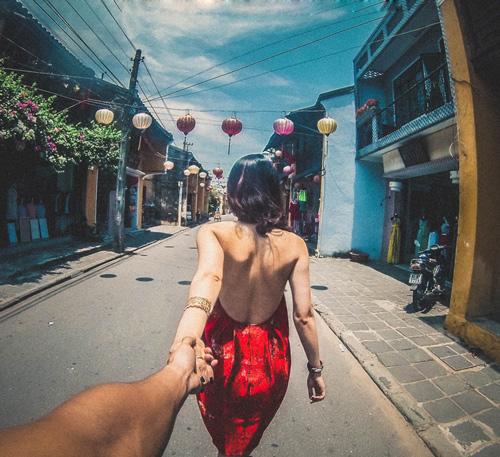 """Ghen tị cặp đôi Việt """"nắm tay nhau đi khắp thế gian"""" - 1"""
