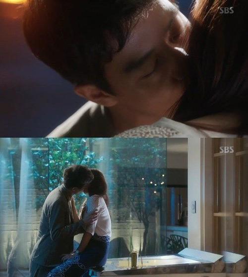 """Phát sốt với """"nụ hôn sâu"""" trong phim Doctors - 4"""