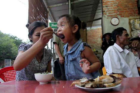 Bữa cơm của 2 gia đình sau gần 4 năm bị trao nhầm con - 5