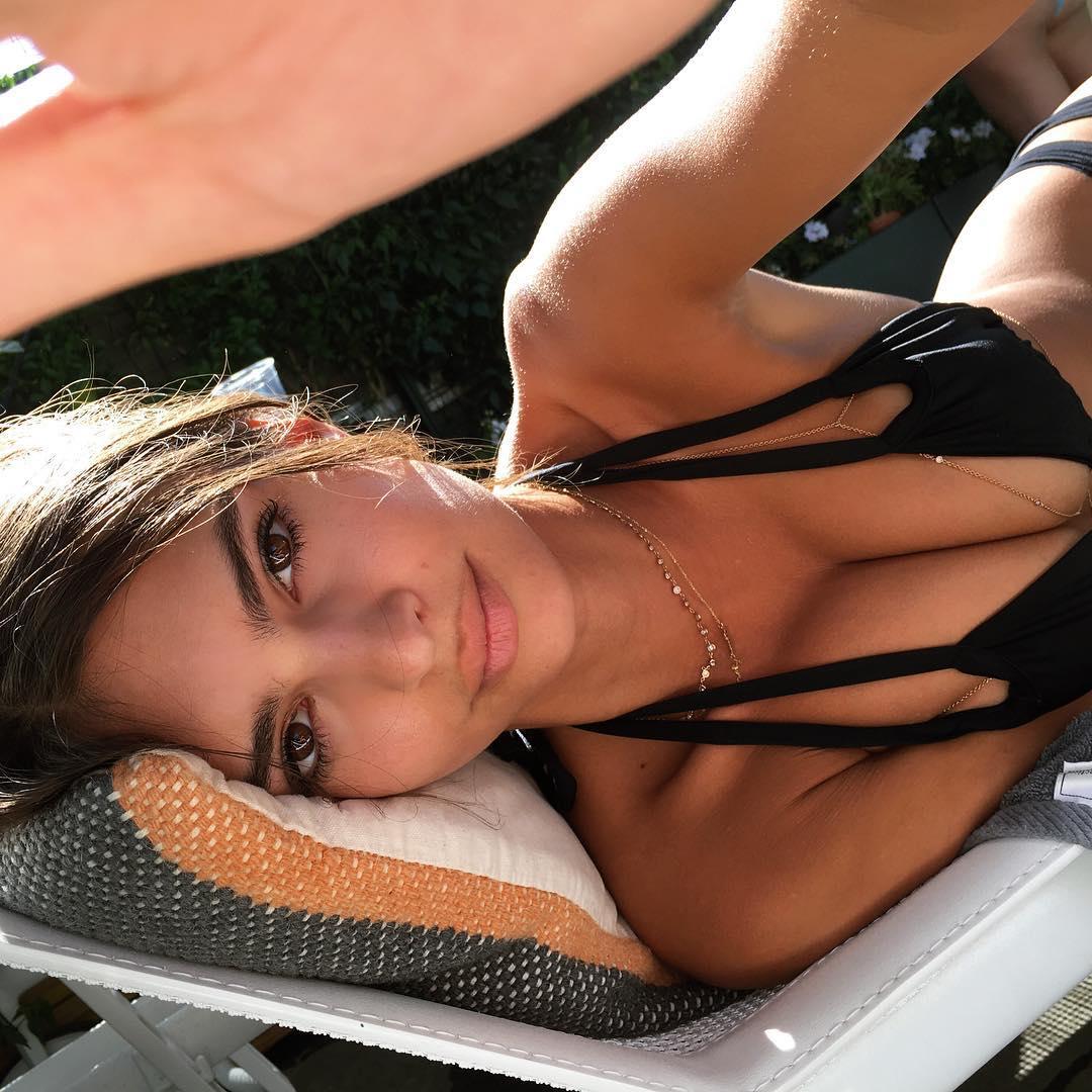 Mẫu nữ hút 7,1 triệu fan bày cách chụp bikini đẹp mê người - 4