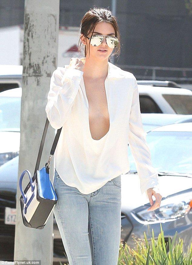 """Kendall Jenner thích mặc """"thả rông"""" để sexy hơn - 4"""