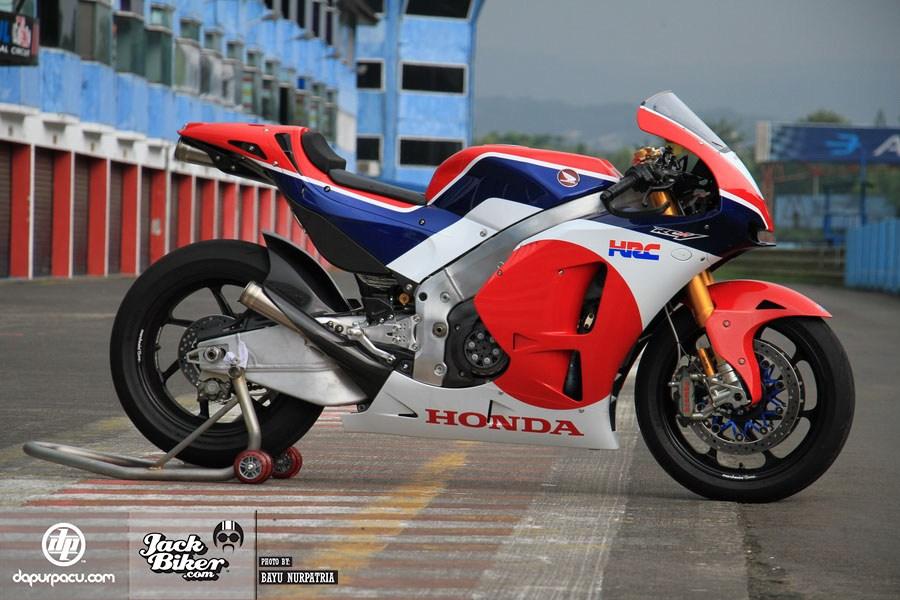Honda RC213V-S: Đỉnh cao của xe đua đường phố - 2