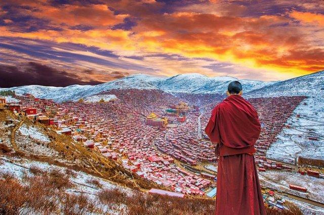 Ngắm Học viện Phật giáo lớn nhất thế giới ở Tây Tạng - 1