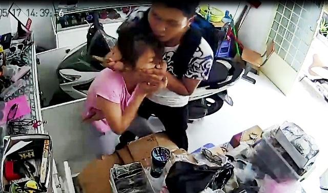 Bắt băng cướp kề dao vào cổ cô gái, cướp iPhone ở Sài Gòn - 1