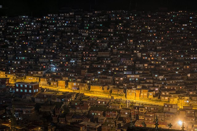 Ngắm Học viện Phật giáo lớn nhất thế giới ở Tây Tạng - 3