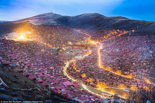 Ngắm Học viện Phật giáo lớn nhất thế giới ở Tây Tạng - 5