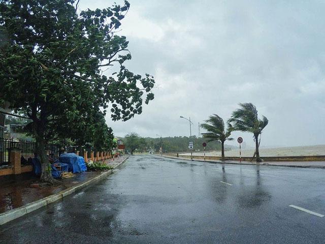 Bão số 1 gây mưa to, sóng lớn - 3