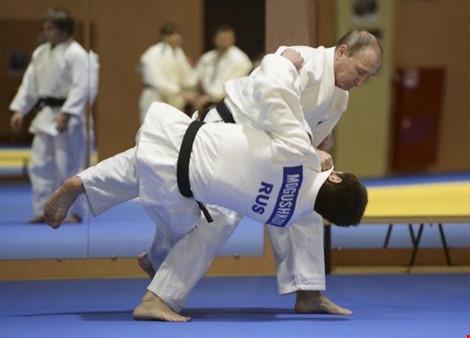 Nhiều VĐV Nga bị cấm dự Olympic: Thế chân kiềng chỉ còn cuộc đua song mã - 1