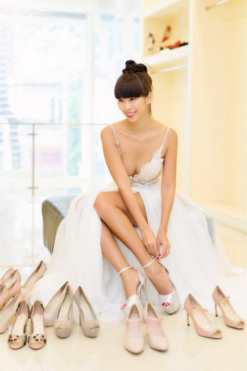 Hé lộ váy cưới gợi cảm của Hà Anh trước thềm hôn lễ - 6