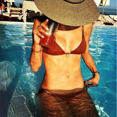 Ngắm loạt sao Hollywood sexy với bikini bé xíu - 3