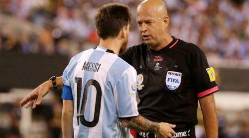 """Bị tội trốn thuế, Messi vẫn được khen """"có học thức"""" - 1"""