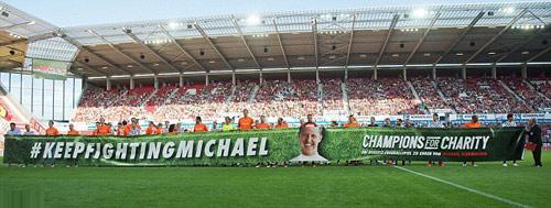 Hàng loạt SAO F1 xỏ giầy đá bóng tri ân Schumacher - 2
