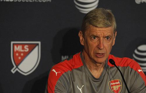 Vụ Higuain 90 triệu: Bà trẻ Juventus, ông già Arsenal - 2