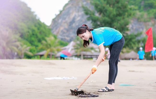 Đủ kiểu scandal làm từ thiện của người đẹp Việt - 5