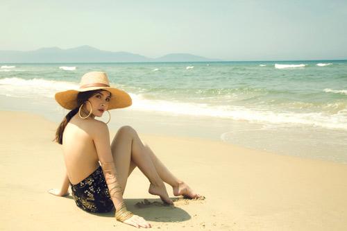 Yến Trang tung ảnh bán nude trên bãi biển - 4
