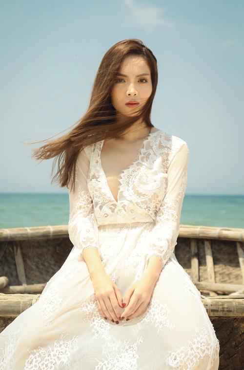 Yến Trang tung ảnh bán nude trên bãi biển - 7