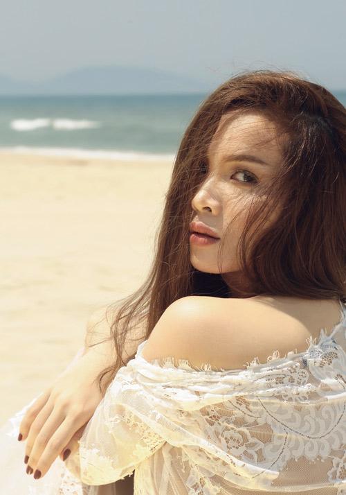 Yến Trang tung ảnh bán nude trên bãi biển - 8