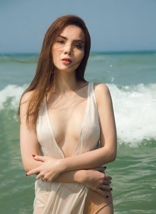 Yến Trang tung ảnh bán nude trên bãi biển - 5