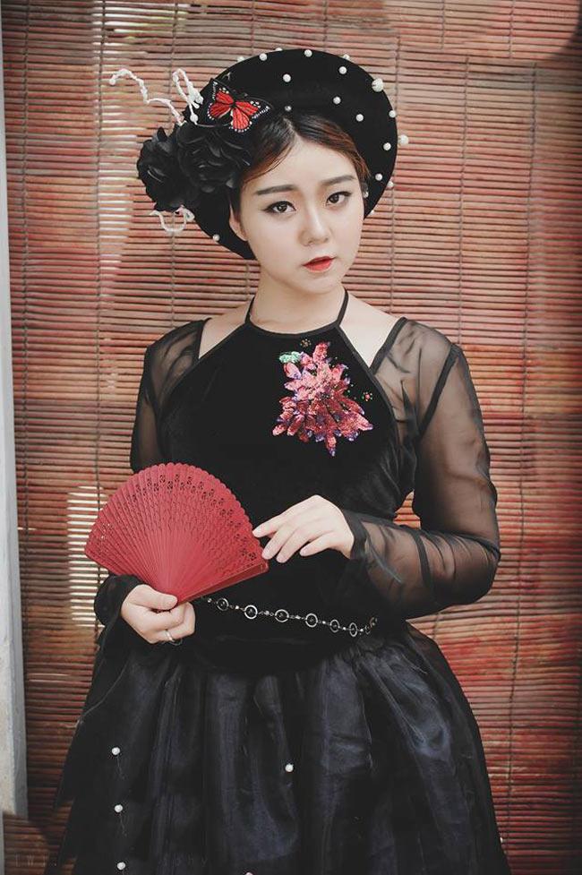 Yêu thích tạo hình của ba nhân vật chính, ba thiếu nữ Hà thành đã thực hiện một bộ ảnh cosplay thành Tấm, Cám và Dì Ghẻ.