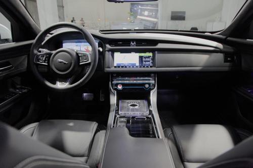 Jaguar XF mới chính thức ra mắt Việt Nam - 2