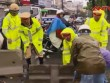 Clip: Công an Hà Nội dầm mình trong mưa bão
