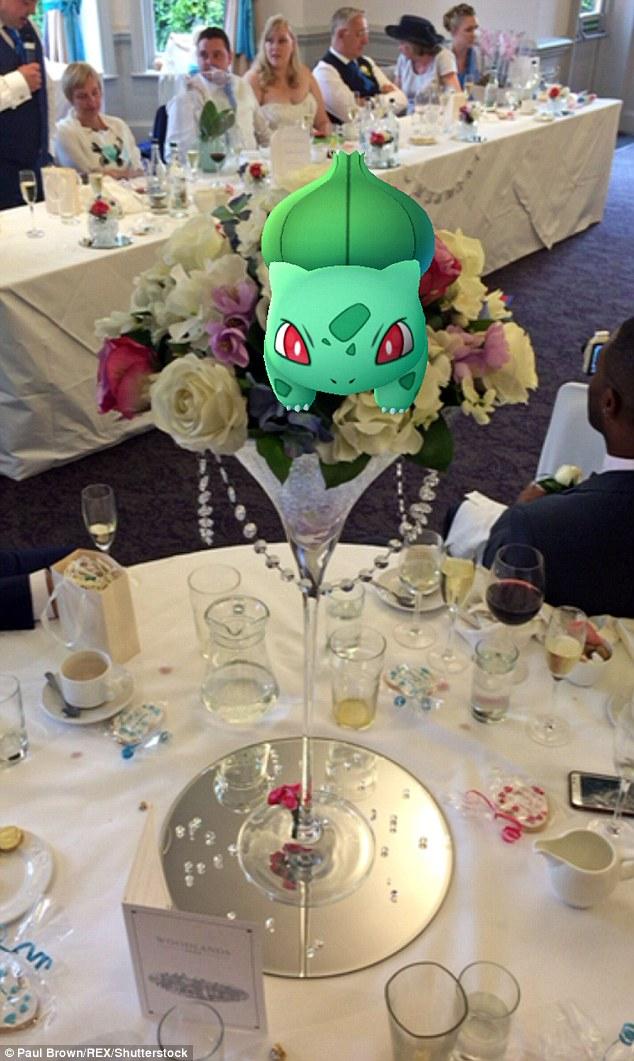 Cô dâu sửng sốt khi lễ cưới thành đấu trường Pokemon - 9
