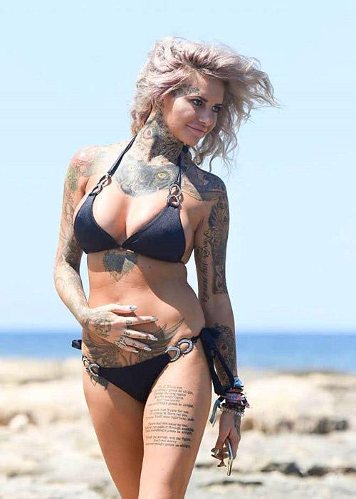 Mỹ nhân xăm trổ đầy người nóng bỏng với bikini - 4