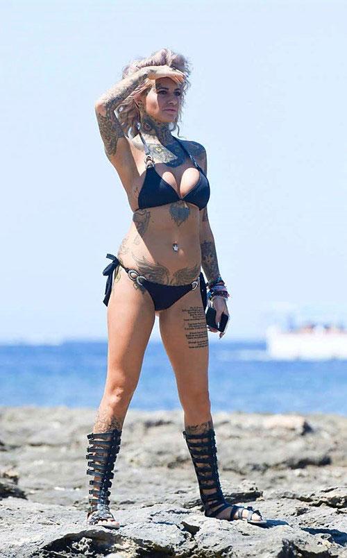 Mỹ nhân xăm trổ đầy người nóng bỏng với bikini - 9